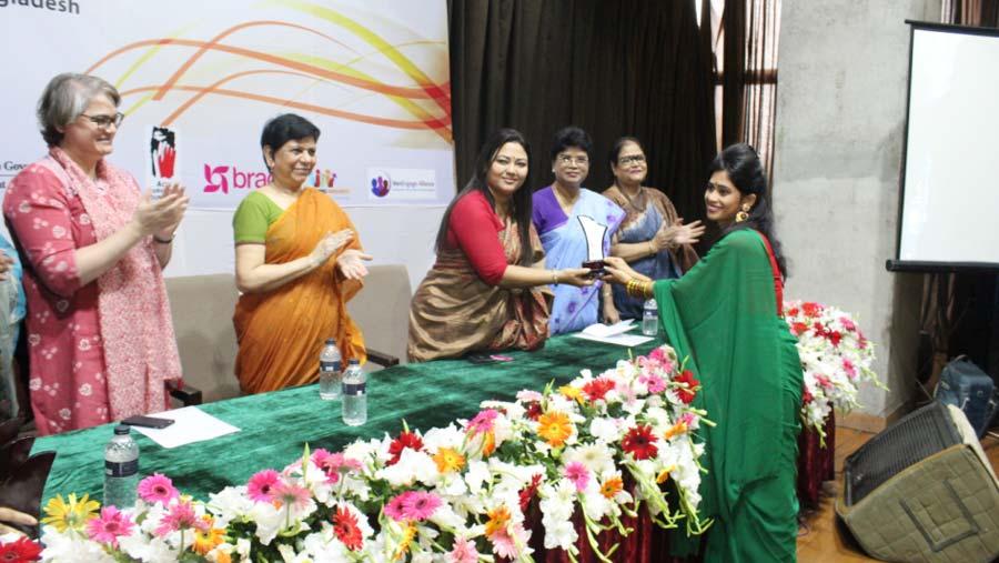 6 brave girls awarded