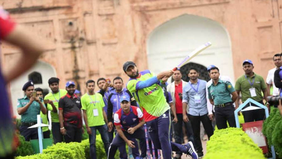 Dhaka Dynamites explore Lalbagh Fort