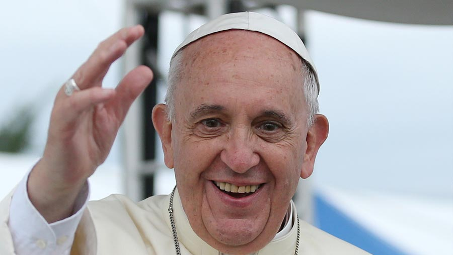 Pope Francis arrives in Dhaka