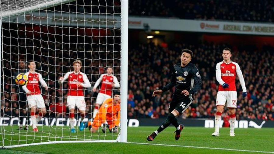 Manchester United beat Arsenal 3-1