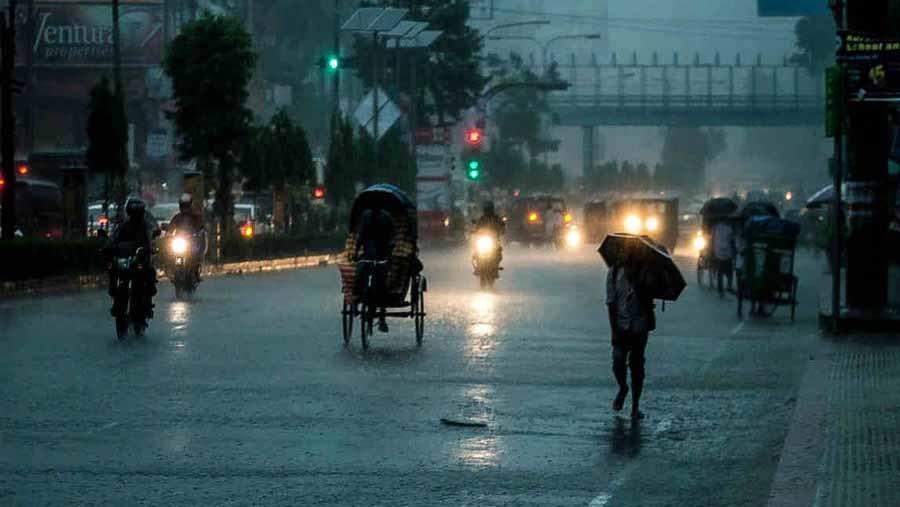 Rain disrupts normal city life