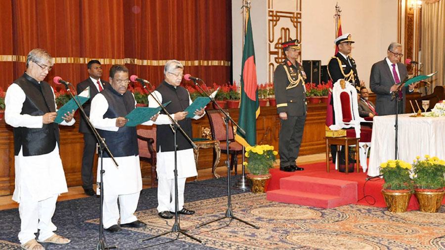 Three new ministers, a state minister take oath