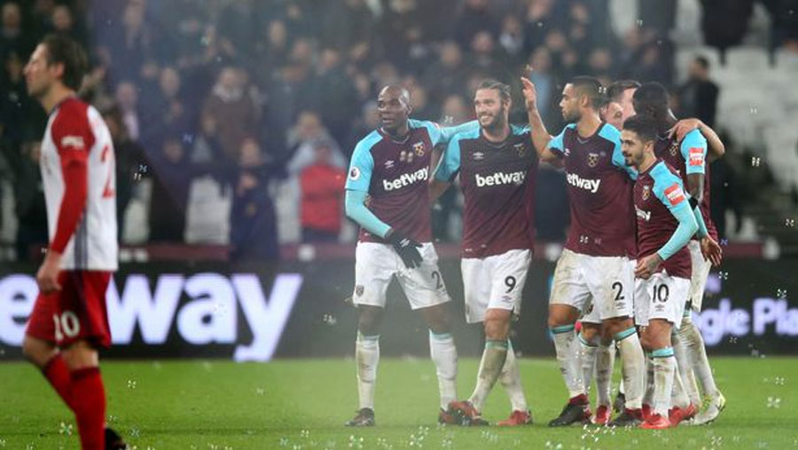 Carroll fires last-gasp winner to secure huge win