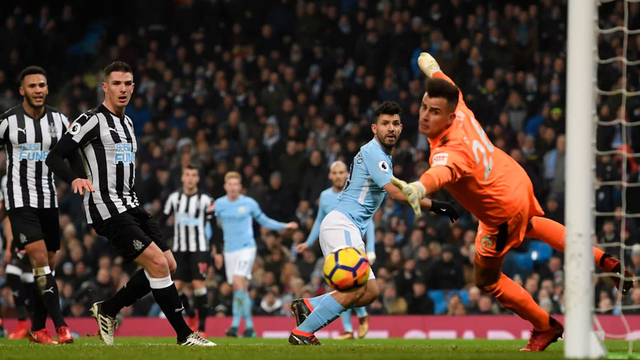Aguero hat-trick too much for Magpies