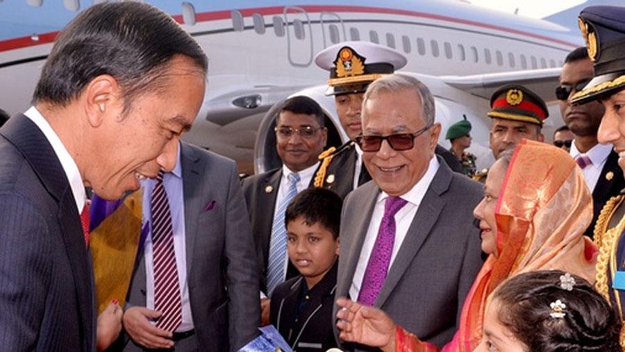 Indonesian President arrives in Dhaka