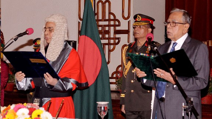 New chief justice takes oath