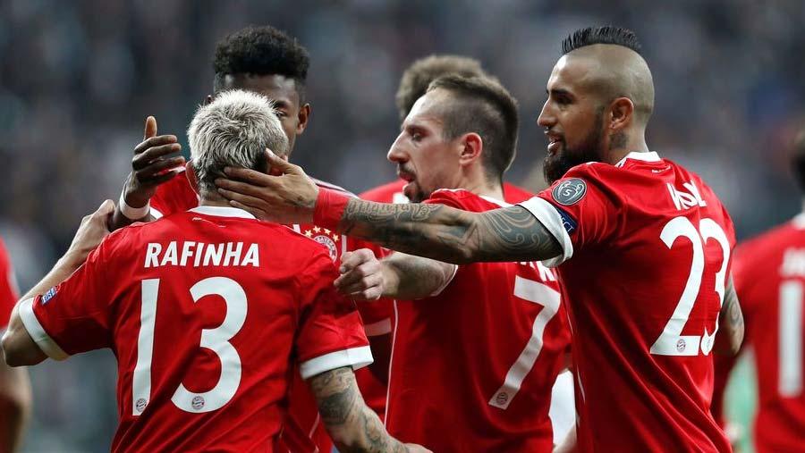 Bayern breeze into last eight