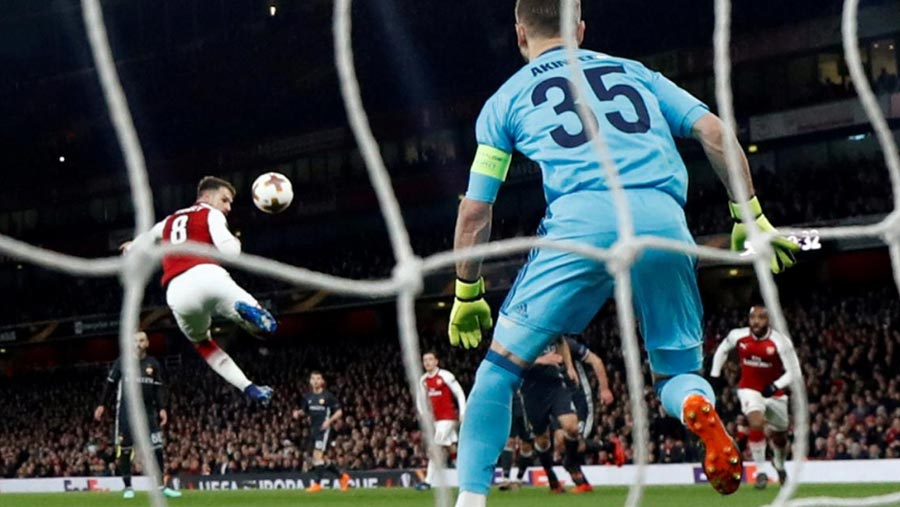 Arsenal, Atletico close in on Europa semis
