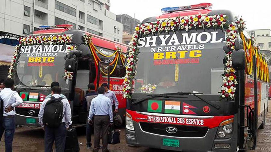 Trial run of tri-nation bus service begins
