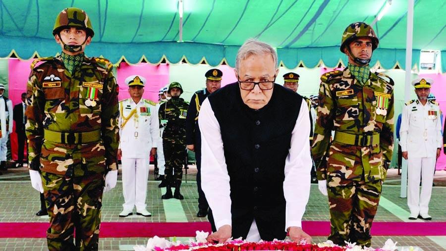 Hamid pays homage to Bangabandhu