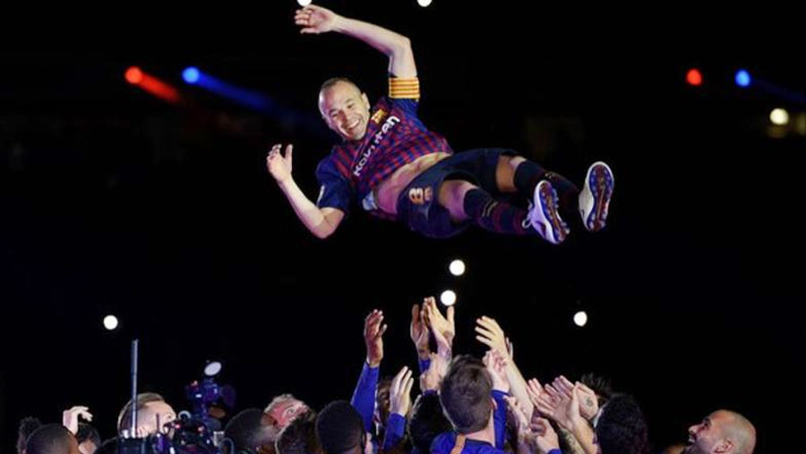 Iniesta ends Barca career with win