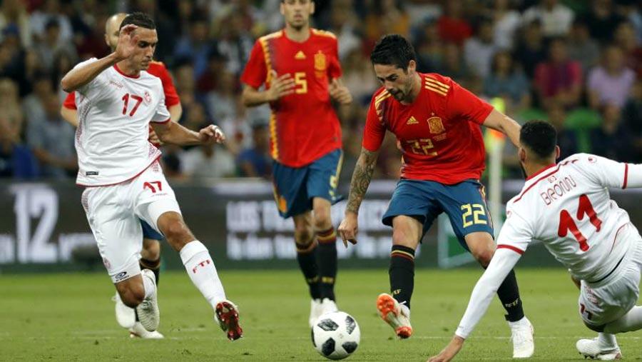 Aspas strikes late as Spain beat Tunisia