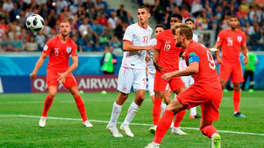 Kane rescues England in additional time