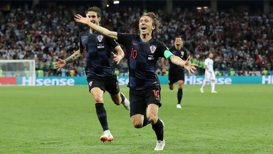 Argentina face exit as Croatia go through