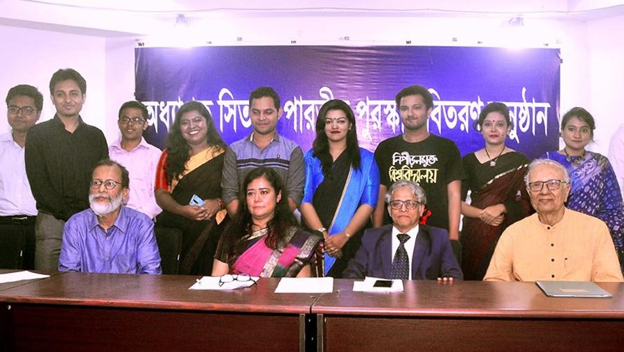 10 DU students receive Sitara Parvin award