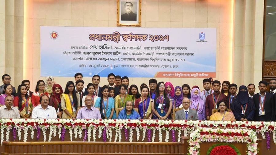 163 students get Prime Minister Gold Medal award