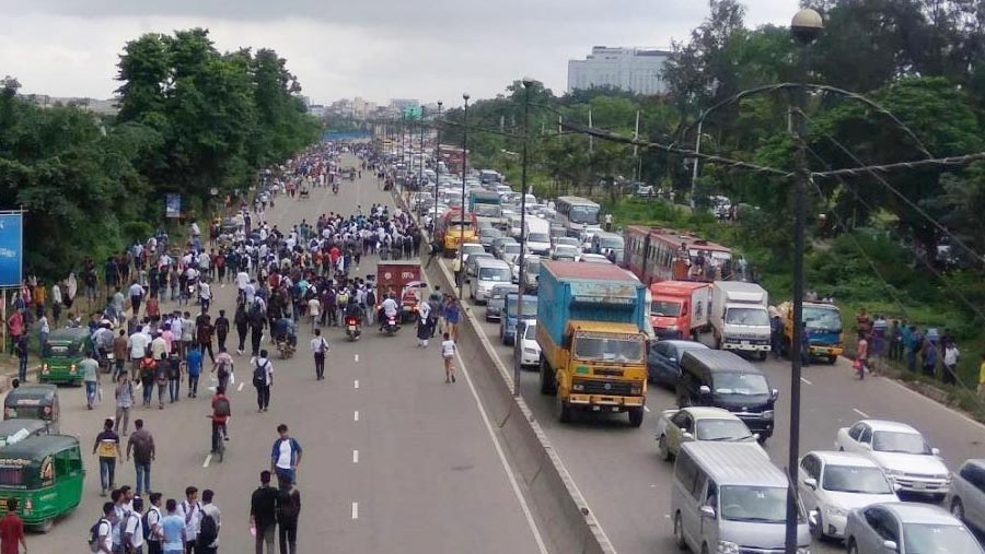 Students block roads for 4th day