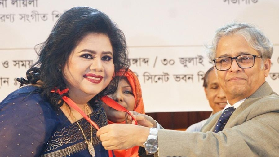 Runa Laila receives Feroza Begum Memorial Gold Medal