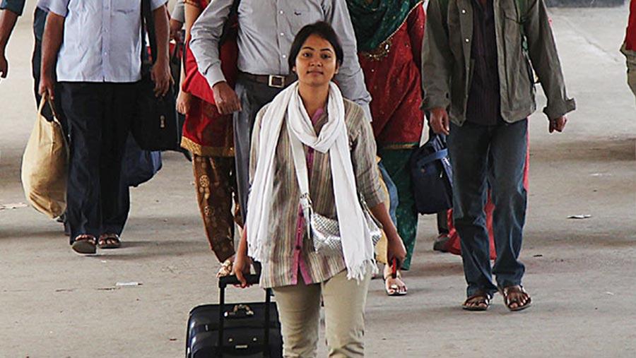 Holidaymakers start returning to Dhaka