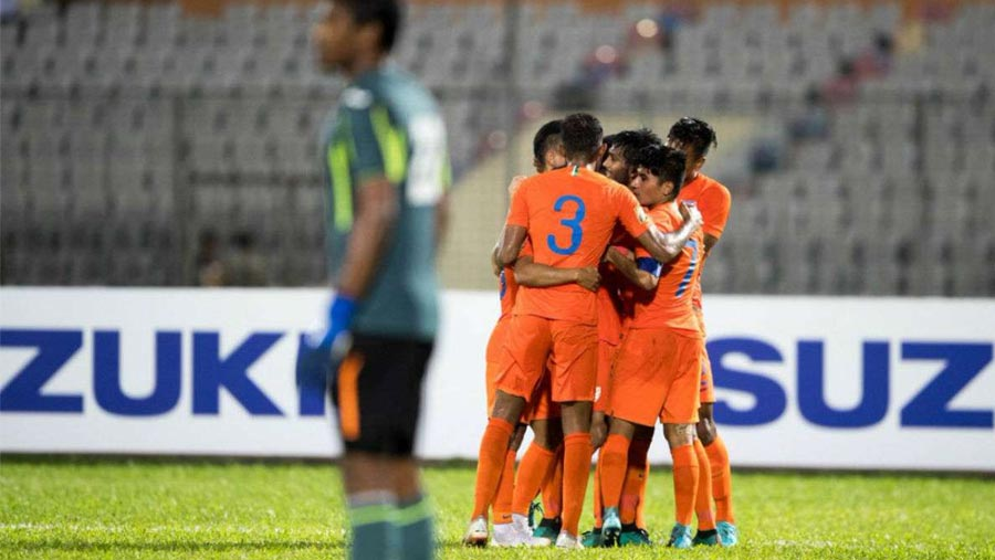 India to face Pakistan in semifinal