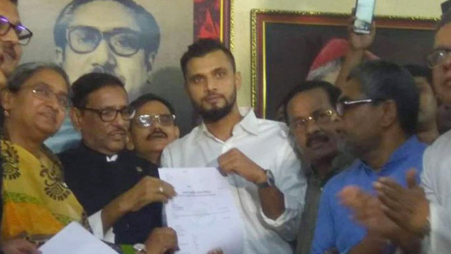 Mashrafe collects Awami League nomination form