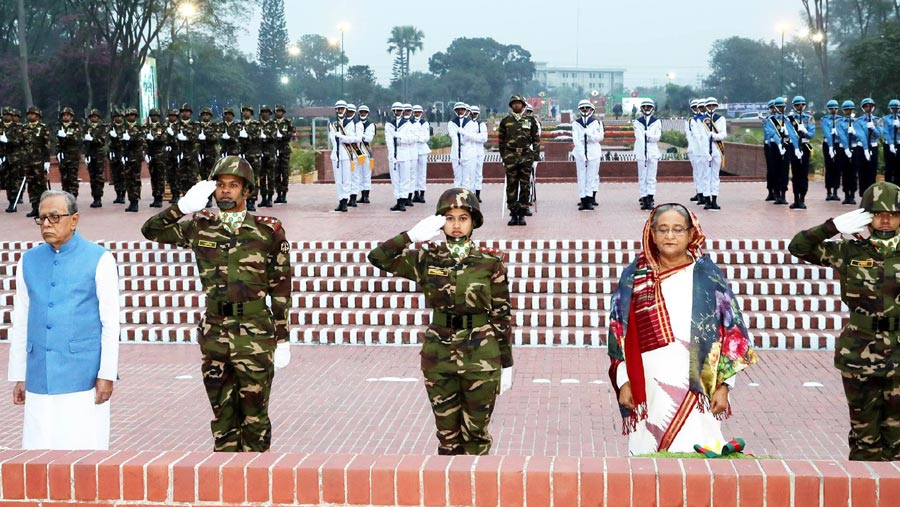 President, PM pays tributes to martyrs on Victory Day
