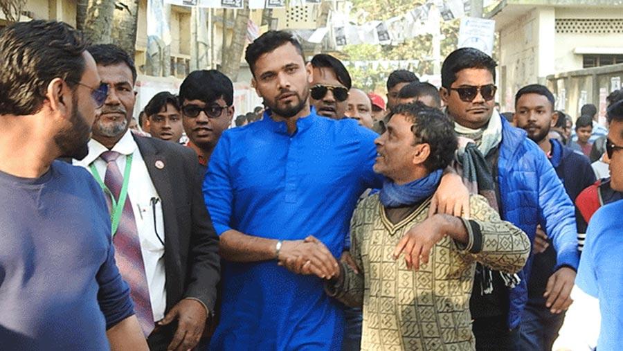Mashrafe wins Narail-2 seat