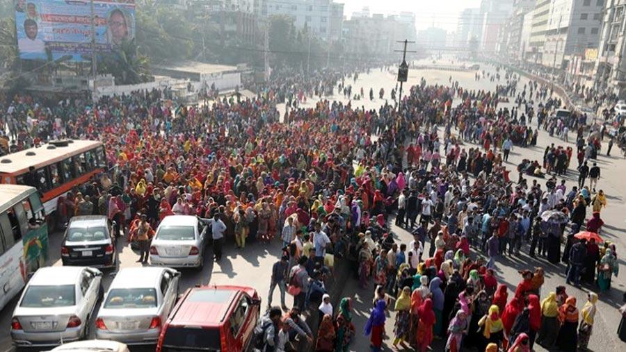 RMG workers block highway in Uttara