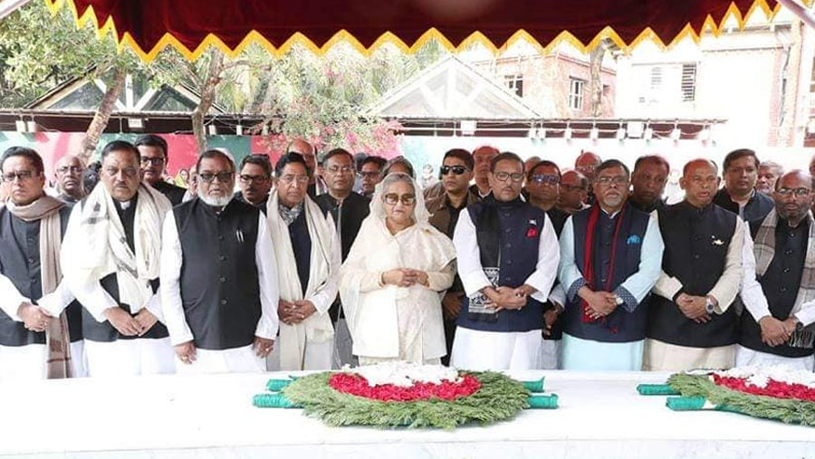 PM pays homage to Bangabandhu at Tungipara