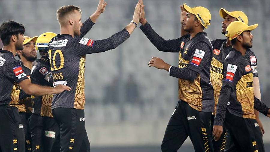 Mustafiz, Miraz earn Kings' easy win