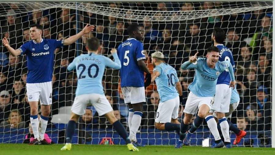 Man City go top after victory at Everton
