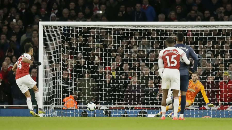 Arsenal beat United to go 4th in EPL