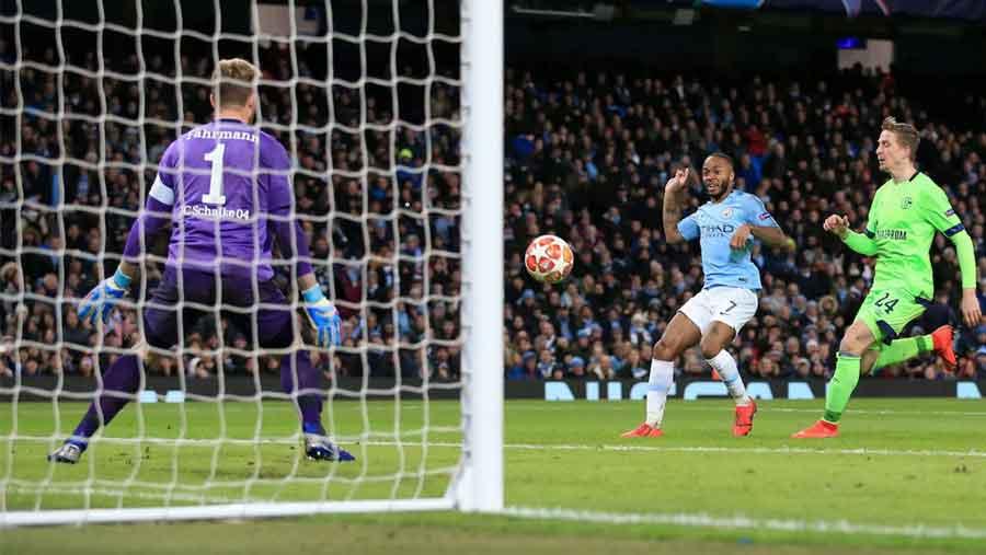 Man City thrash Schalke in last 16