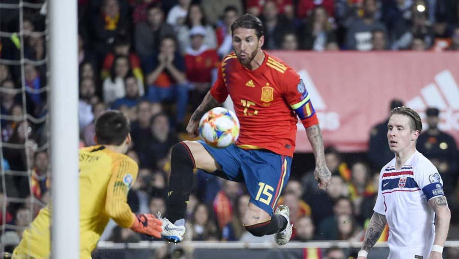 Euro qualifying: Spain, Italy start with wins