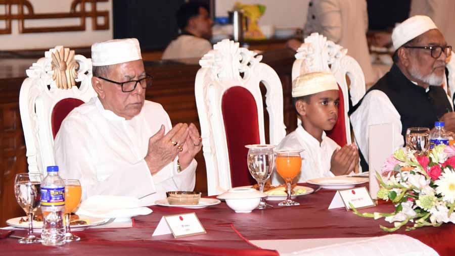 President Hamid hosts iftar for alem-ulema