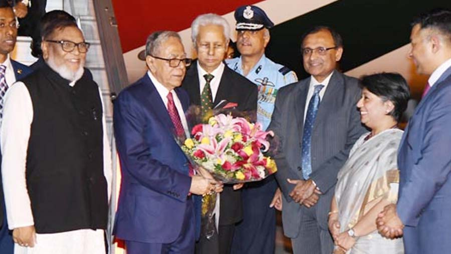 Red carpet rolled out as President Hamid reaches New Delhi