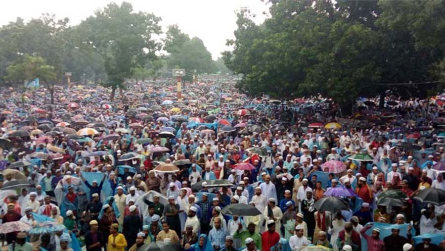 Sholakia host largest Eid congregation