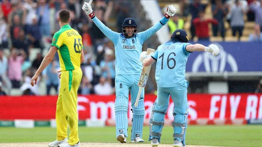 England thrash Australia to reach final