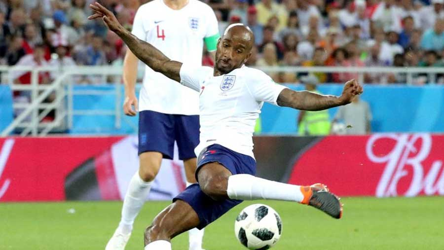 Everton sign Delph from Man City