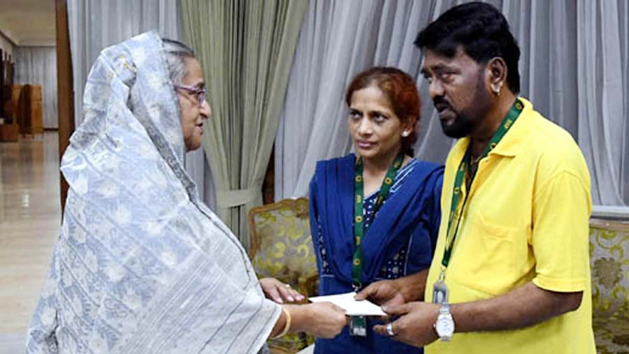 PM Sheikh Hasina stands by singer Andrew Kishore
