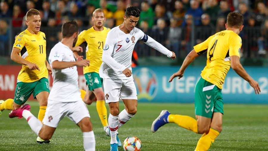 Portugal routs Lithuania 5-1 with 4 goals by CR7