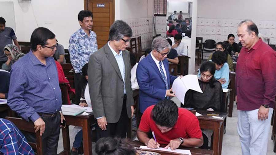 DU 'Ga' unit admission test held