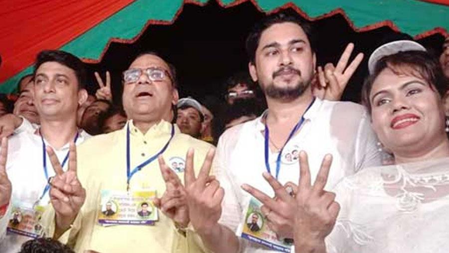 Misha re-elected president of 'Chalochitro Shilpi Shomiti'