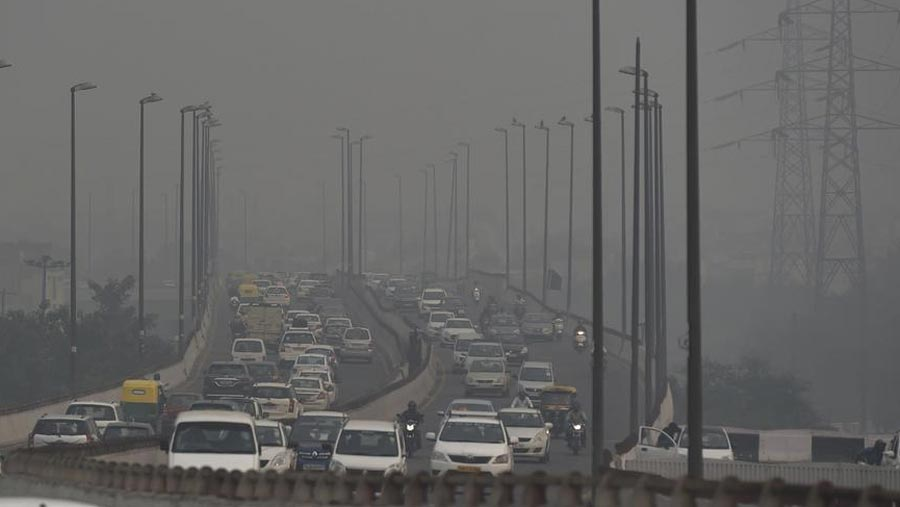 Severe air pollution drives Delhi to car rationing