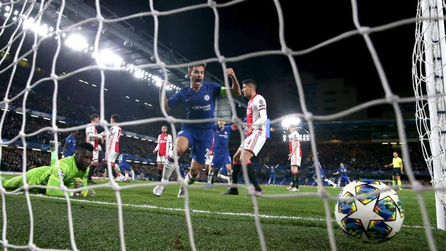Chelsea fight back to draw with nine-man Ajax