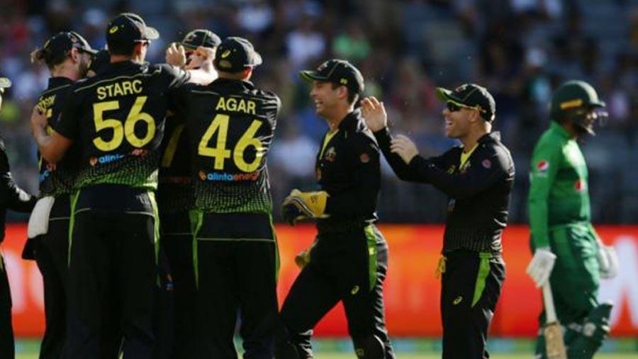 Australia thrash Pakistan to win T20 series