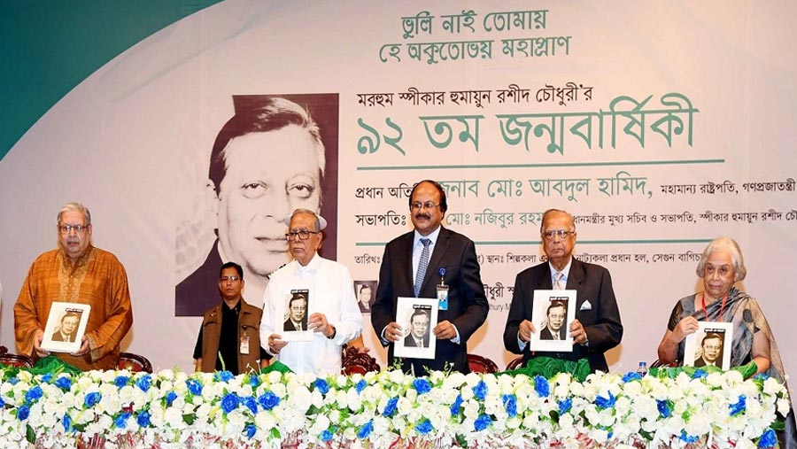 Politicians must ensure healthy political environment, President