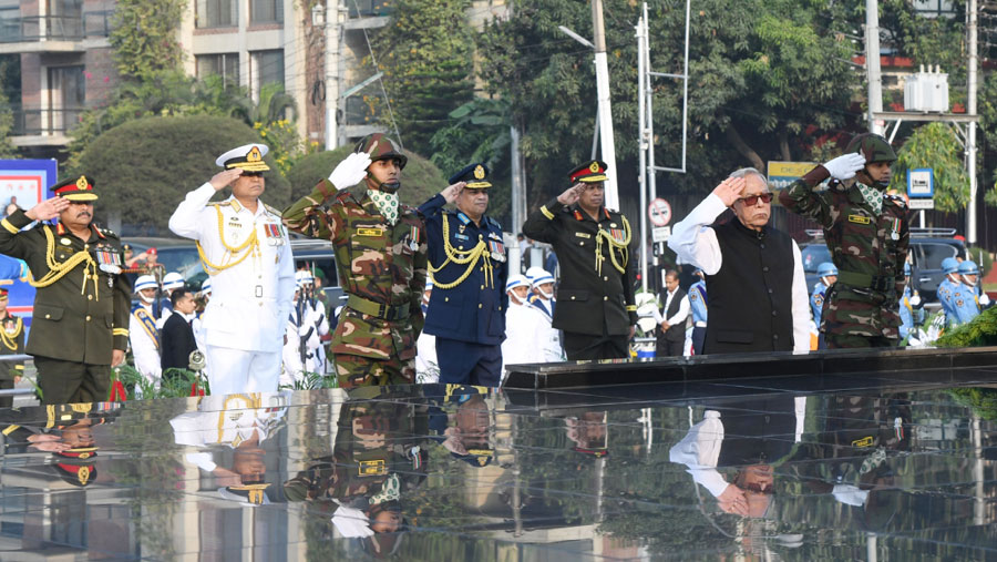 President pays tribute to martyred members of Armed Forces