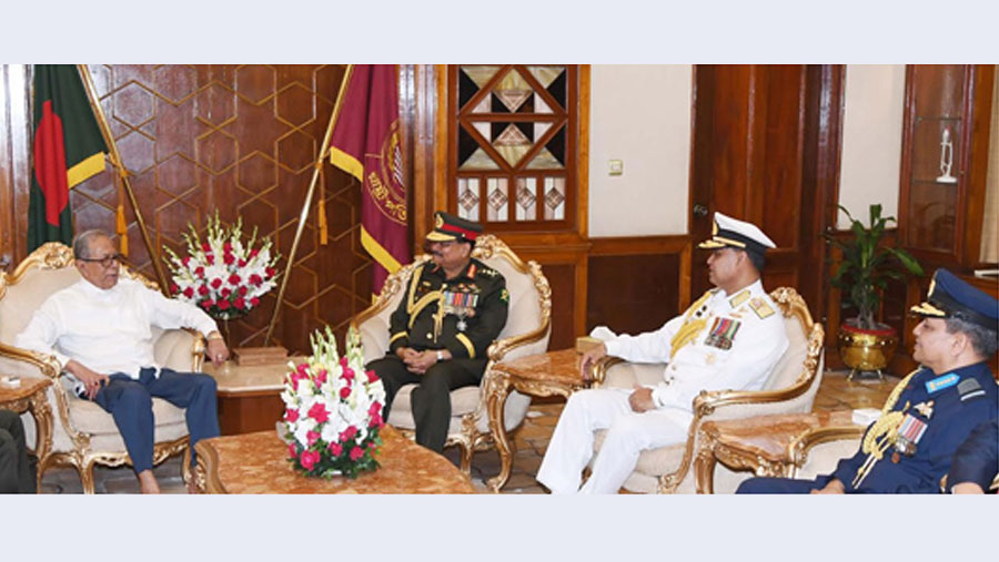 Chiefs of three services call on President Hamid
