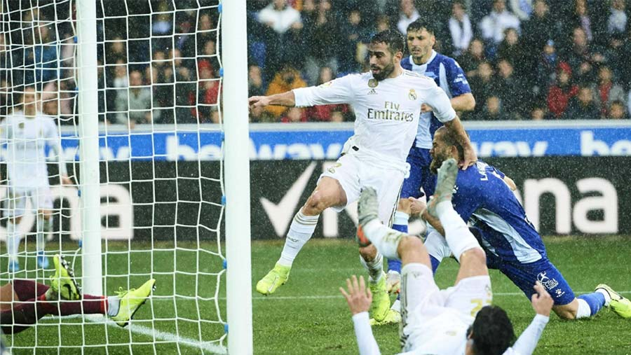 Real Madrid beat Alaves 2-1